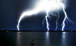 Confucius on real knowledge and ignorance: lightning over the ocean